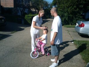 kim mia lil joe teaching mia to rida a bike
